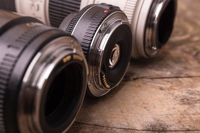 一眼レフカメラの交換レンズ3本の写真